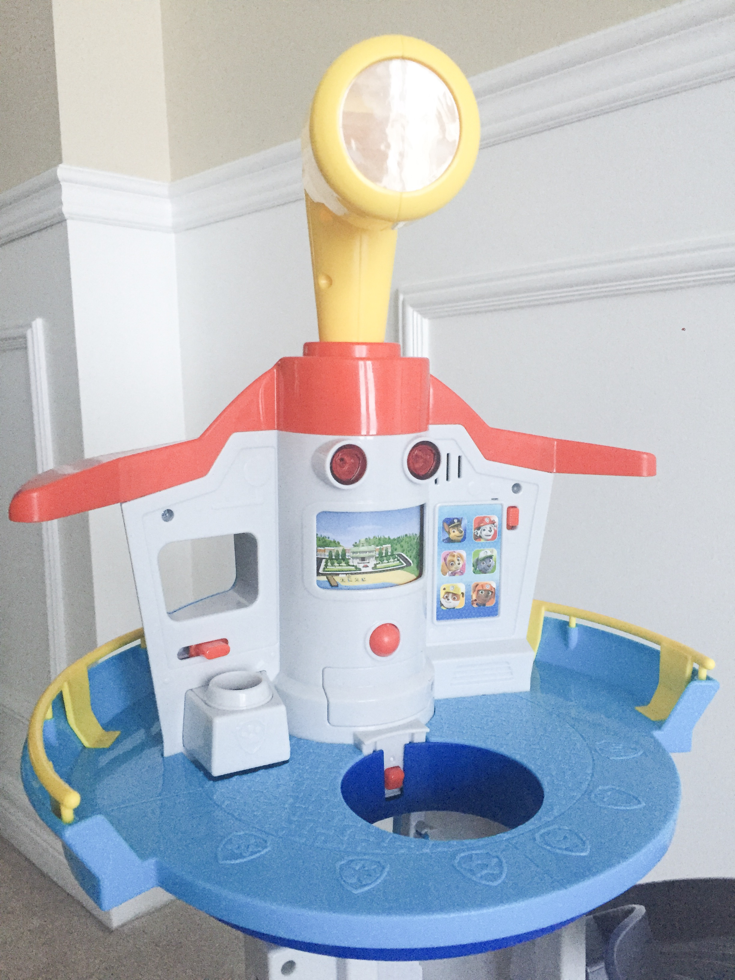 Review on the PAW Patrol My Size Lookout tower from Spinmaster